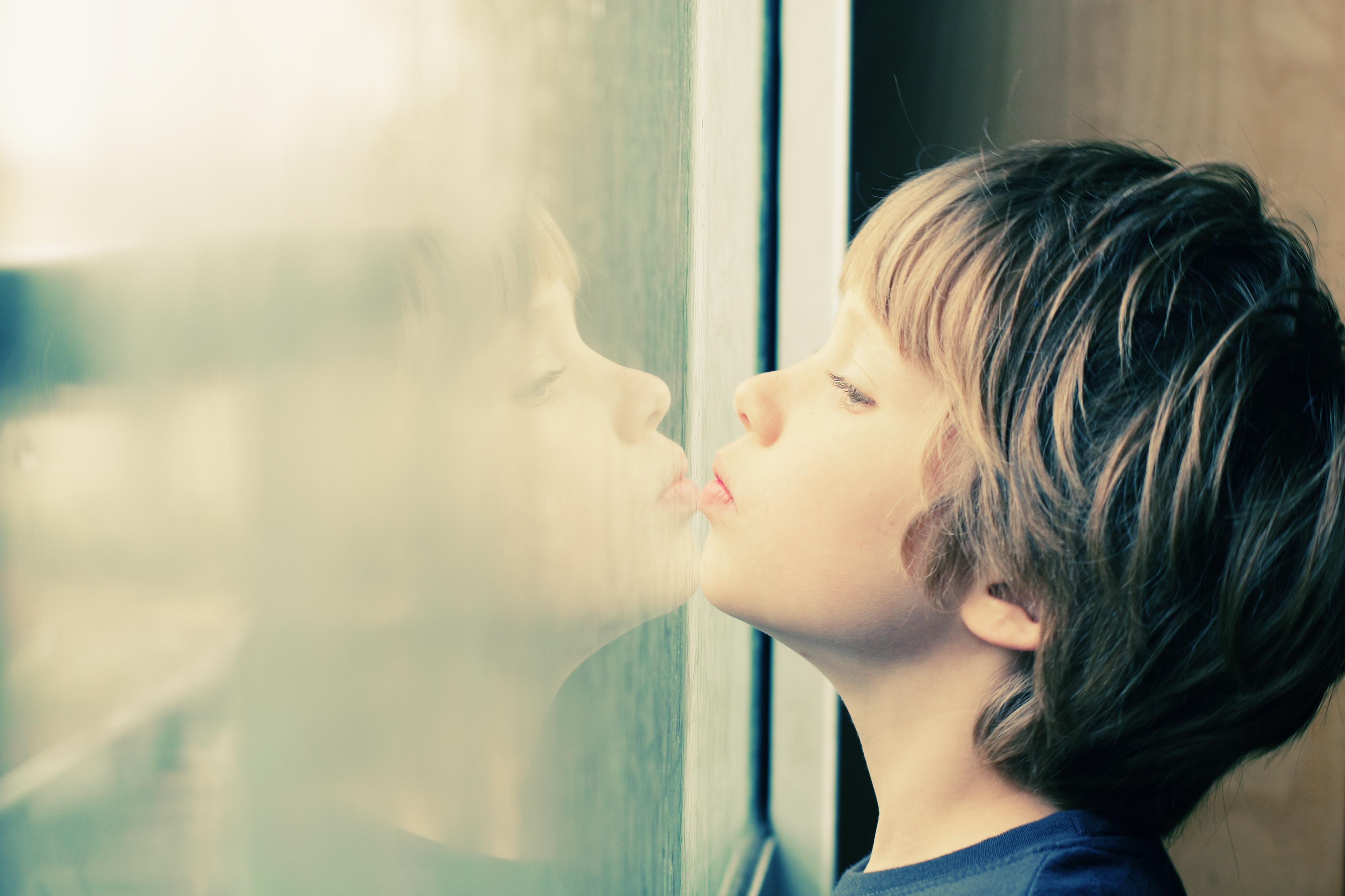 niño con autismo-cannabis-medicinal-cbd-cannabidiol-cannabity