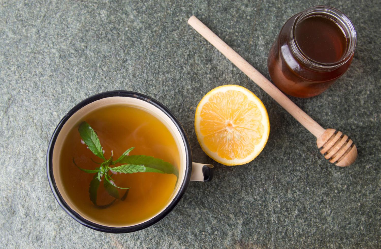 infusión de CBD antiinflamatoria con miel y genjibre